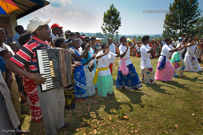 The people of Gilbert's home community held a large celebration of music, dancing, speeches to express their appreciation for the Gazelle team and the Gazelle Foundation 's work which has built 5 water wells serving 8000 people.