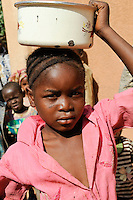 NIGER Zinder, nutrition project for small children of WFP /NIGER Zinder, Ernaehrungsprogramm in Zusammenarbeit mit dem WFP fuer unterernaehrte Kinder im Stadtviertel KARA-KARA
