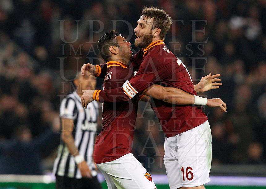 Calcio, quarti di finale di Coppa Italia: Roma vs Juventus. Roma, stadio Olimpico, 21 gennaio 2014.<br /> AS Roma defender Leandro Castan, of Brazil, left, and midfielder Daniele De Rossi celebrate at the end of the Italian Cup round of eight final football match between AS Roma and Juventus, at Rome's Olympic stadium, 21 January 2014. AS Roma won 1-0.<br /> UPDATE IMAGES PRESS/Riccardo De Luca