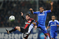FUSSBALL   CHAMPIONS LEAGUE   SAISON 2011/2012   GRUPPENPHASE Bayer 04 Leverkusen - FC Chelsea    23.11.2011 Gonzalo CASTRO (li, Leverkusen) gegen Florent MALOUDA (re, Chelsea)