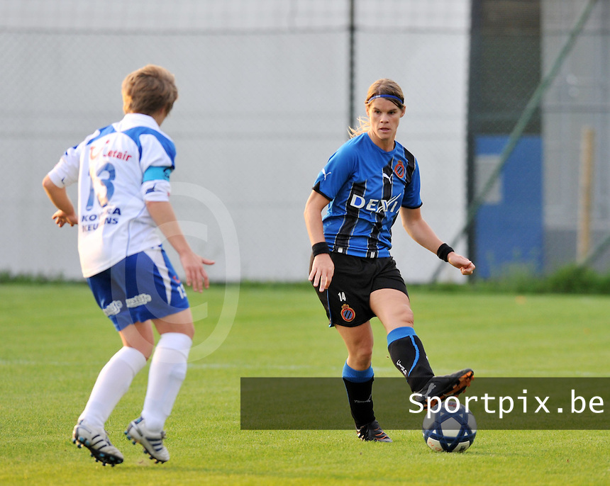 Club Brugge Dames : Bianka Ternier aan de bal.foto VDB BART VANDENBROUCKE