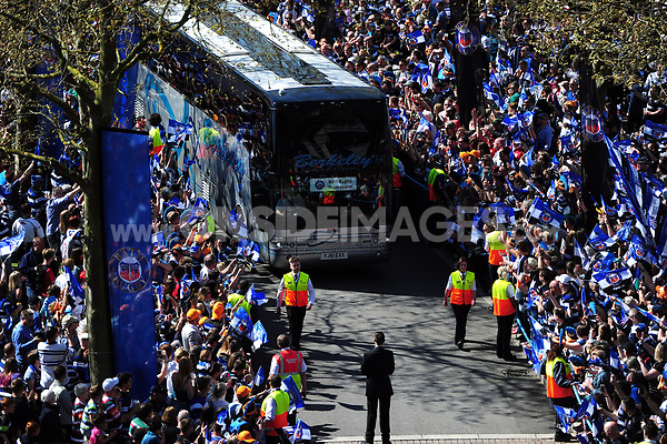 The Bath Rugby bus arrives at Twickenham Stadium. The Clash, Aviva Premiership match, between Bath Rugby and Leicester Tigers on April 8, 2017 at Twickenham Stadium in London, England. Photo by: Patrick Khachfe / Onside Images