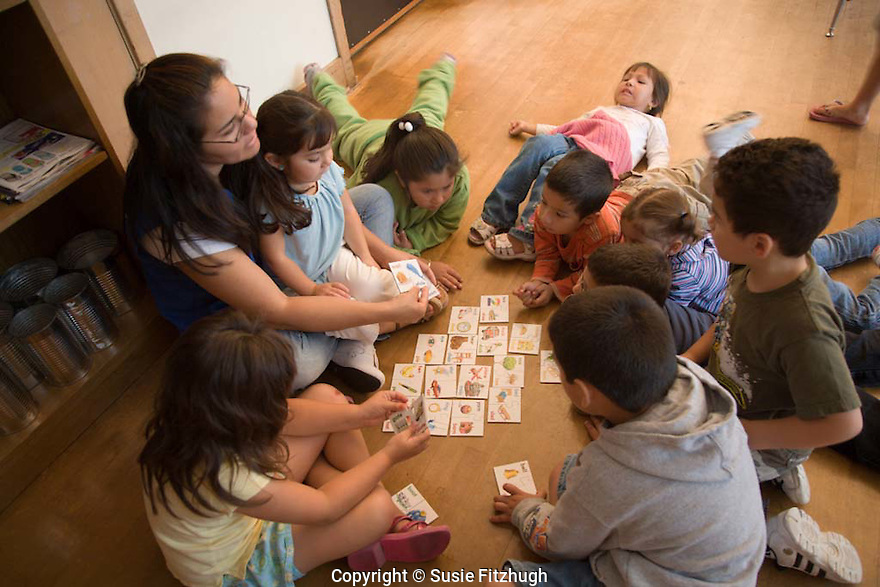 4 and 5 year-old Latino children in Burien, WA's  'Para Los Ninos', part of the Thrive-by-Five program,  have three volunteers in the classroom to work with them.