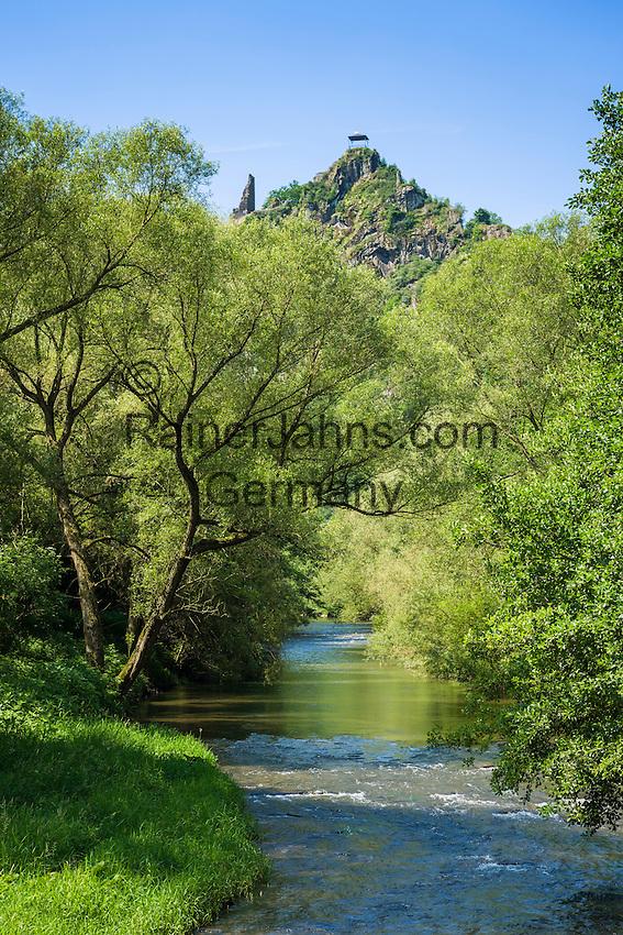 Germany, Rhineland-Palatinate, Ahr-Valley, Altenahr: castle ruin Are above river Ahr | Deutschland, Rheinland-Pfalz, Ahrtal, bei Altenahr: Burgruine Are oberhalb der Ahr
