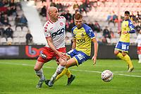 KV KORTRIJK - WAASLAND BEVEREN :<br /> Christophe Lepoint (L) kijkt hoe hij Maximiliano Caufriez (R) kan uitspelen<br /> <br /> Foto VDB / Bart Vandenbroucke