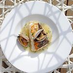 Merluza de pincho en salsa verde, patata panadera y almejas. One Ocean Club Barcelona