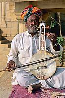 India, Rajasthan: Local musician | Indien, Rajasthan: Portrait eines einheimischen Musikers