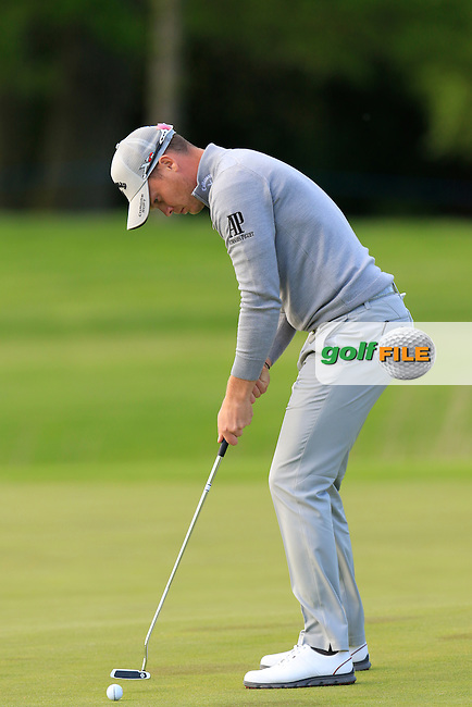 Danny Willett (ENG) takes his eagle putt on the 18th green during Thursday's Round 1 of the 2016 Dubai Duty Free Irish Open hosted by Rory Foundation held at the K Club, Straffan, Co.Kildare, Ireland. 19th May 2016.<br /> Picture: Eoin Clarke | Golffile<br /> <br /> <br /> All photos usage must carry mandatory copyright credit (&copy; Golffile | Eoin Clarke)