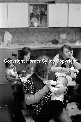 Chiswick Women's Aid, Richmond London Uk 1975. Jo Polaine, House mother feeding baby.
