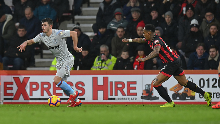 West Ham United's Aaron Cresswell (left) under pressure from Bournemouth's Nathaniel Clyne (right) <br /> <br /> Photographer David Horton/CameraSport<br /> <br /> The Premier League - Bournemouth v West Ham United - Saturday 19 January 2019 - Vitality Stadium - Bournemouth<br /> <br /> World Copyright &copy; 2019 CameraSport. All rights reserved. 43 Linden Ave. Countesthorpe. Leicester. England. LE8 5PG - Tel: +44 (0) 116 277 4147 - admin@camerasport.com - www.camerasport.com