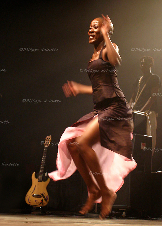 20040529 - France - Bretagne - Saint-Brieuc<br /> ROKIA TRAOR&Eacute; AU FESTIVAL ART'ROCK DE SAINT-BRIEUC<br /> Ref:ROKIA_TRAORE_039 - &copy; Philippe Noisette / Dalle