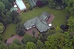 Luftaufnahme des Anwesen vom erfolgreichen Springreiter Alwin und Rita Schockemöhle in MÜhlen ( Landkreis Vechta ).<br /> Foto © nordphoto<br /> <br /> <br /> <br />  *** Local Caption *** Foto ist honorarpflichtig! zzgl. gesetzl. MwSt.<br />  Belegexemplar erforderlich<br /> Adresse: nordphoto<br /> Georg-Reinke-Strasse 1<br /> 49377 Vechta