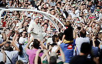 Papa Francesco saluta i fedeli dalla Papamobile all'incontro con i giovani in Piazza Vittorio Veneto durante la sua visita pastorale alla Sacra Sindone di Torino, 21-06-2015.<br /> Pope Francis waves to pilgrims as he meets young people during his visit of the Holy Shroud in Turin, Italy. The Christian tradition identifies this linen cloth as the one used to wrap the body of Jesus Christ in the tomb. <br /> Foto Giorgio Perottino/Insidefoto