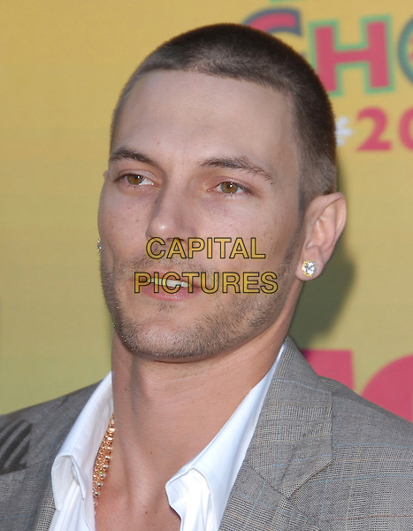KEVIN FEDERLINE.At The 2006 Teen Choice Awards - Arrivals, .held at The Universal Ampitheatre in Universal City, California, USA, August 20th 2006..portrait headshot beard stubble diamond gold earrings.Ref: DVS.www.capitalpictures.com.sales@capitalpictures.com.©Debbie VanStory/Capital Pictures