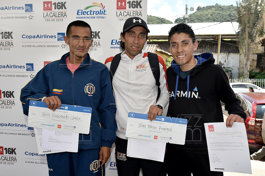 LA CALERA -COLOMBIA. 13-11-2016: Juan Pablo Rangel (C), Jhon Hernando Chaux (Izq) y Camilo Duarte (Der) ganadores en la categoría 16K hombres durante la premiación de la Carrera Under Armour 16K La Calera 2016 (16K y 6K) realizada en la población de La Calera, Colombia. / Juan Pablo Rangel (C), Jhon Hernando Chaux (L) and Camilo Duarte (R) winner of the category 16K women during the award ceremony of Under Armour Race 16K La Calera 2016 (16K and 6K) made at La Calera, Colombia. Photo: VizzorImage/ Gabriel Aponte / Staff
