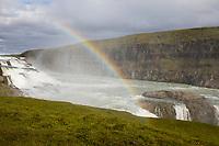 "Gullfoss, ""Goldener Wasserfall"", Wasserfall des Flusses Hvítá im Haukadalur im Süden von Island, mit Regenbogen. ""Golden Falls"", waterfall, rainbow, Iceland"