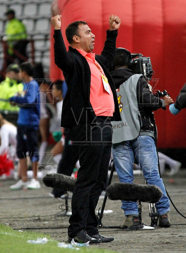 MANIZALES -COLOMBIA, 09-08-2015. Harold Rivera técnico del Patriotas FC gesticula durante partido contra Once Caldas por la fecha 5 de Liga Águila II 2015 jugado en el estadio Palogrande de la ciudad de Manizales./ Harold Rivera coach of Patriotas FC gestures during match valid for the 5th date of the Aguila League II 2015 played at Palogrande stadium in Manizales city. Photo: VizzorImage/Santiago Osorio/