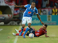 MEDELLÍN -COLOMBIA-08-07-2017: Luis C Arias (Der) jugador del Medellín disputa el balón con Jair Palacios (Izq) del Millonarios durante el partido entre Independiente Medellín y Millonarios por los fecha 1 de la Liga Águila II 2017 jugado en el estadio Atanasio Girardot de la ciudad de Medellín. / Luis C Arias (R) player of Medellin vies for the ball with Jair Palacios (L) player of Millonarios during match between Independiente Medellin and Millonarios for the date 1 of the Aguila League II 2017 played at Atanasio Girardot stadium in Medellin city. Photo: VizzorImage/ León Monsalve / Cont