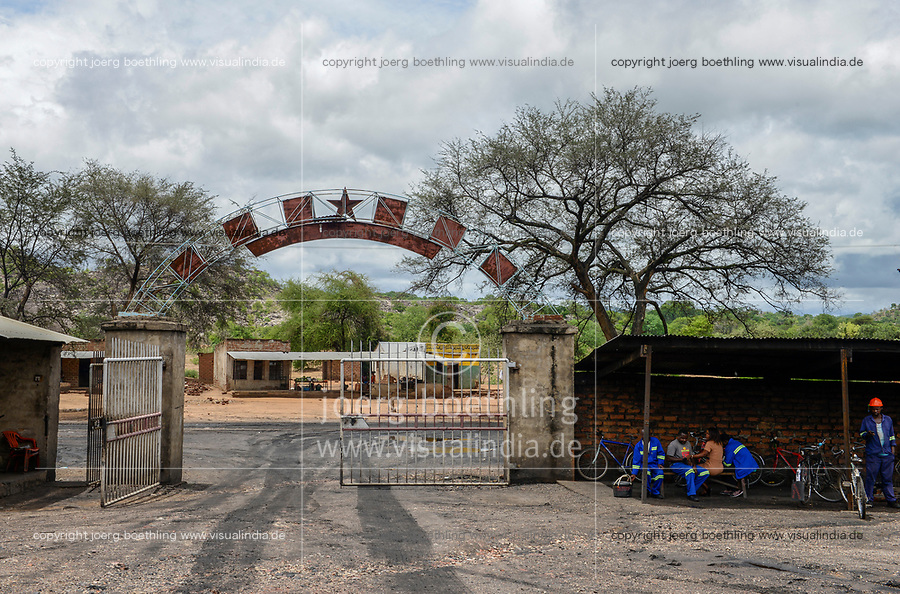 ZAMBIA, Sinazese, chinese owned Collum Coal Mine, underground mining of hard coal for copper melter and cement factory, shaft gate with red star and chinese letters /SAMBIA, Collum Coal Mine eines chinesischem Unternehmens, Untertageabbau von Steinkohle