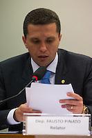 BRASILIA, DF, 24.11.2015 - ÉTICA-REUNIÃO - O relator Fausto Pinato durante sessão do Conselho de Ética da Câmara, em desfavor do presidente da Câmara, deputado Eduardo Cunha, nesta terça-feira, 24. (Foto:Ed Ferreira / Brazil Photo Press)