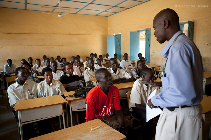 Tuesday 21 december 2010 - Juba, South Sudan - Teacher Bendeto Taban teaches Sudanese students a christian religion class at Supiri Secondary School in Juba, South Sudan. The school is mix boys and girls and is taught in arabic language. Photo credit: Benedicte Desrus