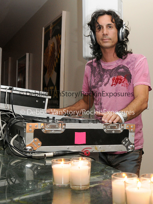 Atmosphere at The 5th annual Pink Party celebration to Benefit Cedars-Sinai Women's Cancer Research Institute at the Samuel Oschin Comprehensive Cancer Institute, event held at La Cachette Bistro in Santa Monica, California on September 12,2009                                                                   Copyright 2009 DVS / RockinExposures
