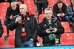 10.03.2018, BayArena, Leverkusen , GER, 1.FBL., Bayer 04 Leverkusen vs. Borussia Moenchengladbach<br /> im Bild / picture shows: <br /> friedlich zusammen Gladbacher und Leverkusen Fans <br /> <br /> <br /> Foto © nordphoto / Meuter
