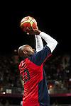 Engeland, London, 31 juli 2012.Olympische Spelen London.De supersterren uit de NBA lieten niets heel van Tunesië en zegevierden met 110-63.Kobe Bryant van Team USA in actie met de bal