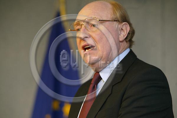 Belgium--Brussels--Commission   29.01.2003.Neil KINNOCK, Commissioner for Administrative reform ;  .Portrai, Geste,. PHOTO: EUP-IMAGES.COM / ANNA-MARIA ROMANELLI