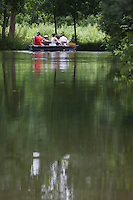 Europe/France/Poitou-Charentes/79/Deux-Sèvres/Sansais/La Garette:  Promenade en barque  plate  localement dénommées:batais