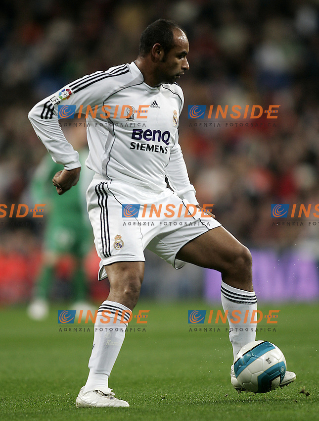 Real Madrid's Emerson during the Spanish League match between Real Madrid and Real Betis at Santiago Bernabeu Stadium  in Madrid, Saturday February 17 2007. (INSIDE/ALTERPHOTOS/B.echavarri).