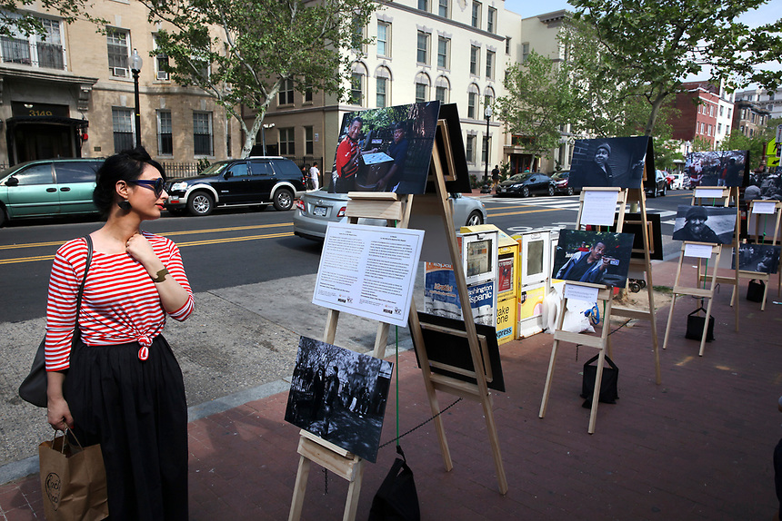 (180512RREI0167) La Esquina Project goes to La Esquina.  The documentary project La Esquina revolves around the history of the Latinos at the corner of Mt. Pleasant St. and Kenyon St. Washington DC. May 12, 2018 . ©  Rick Reinhard  2018     email   rick@rickreinhard.com