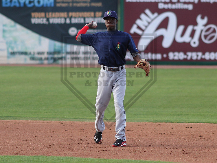 Cedar Rapids Kernels shortstop Nick Gordon (5) during a game against the Wisconsin Timber Rattlers on May 4th, 2015 at Fox Cities Stadium in Appleton, Wisconsin.  Cedar Rapids defeated Wisconsin 9-3.  (Brad Krause/Krause Sports Photography)