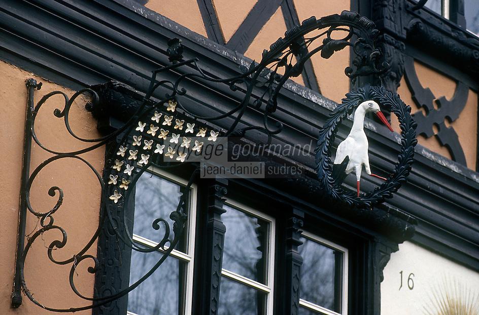"Europe/France/Alsace/67/Bas-Rhin/Strasbourg: L'enseigne du restaurant le ""Buerehiesel"""