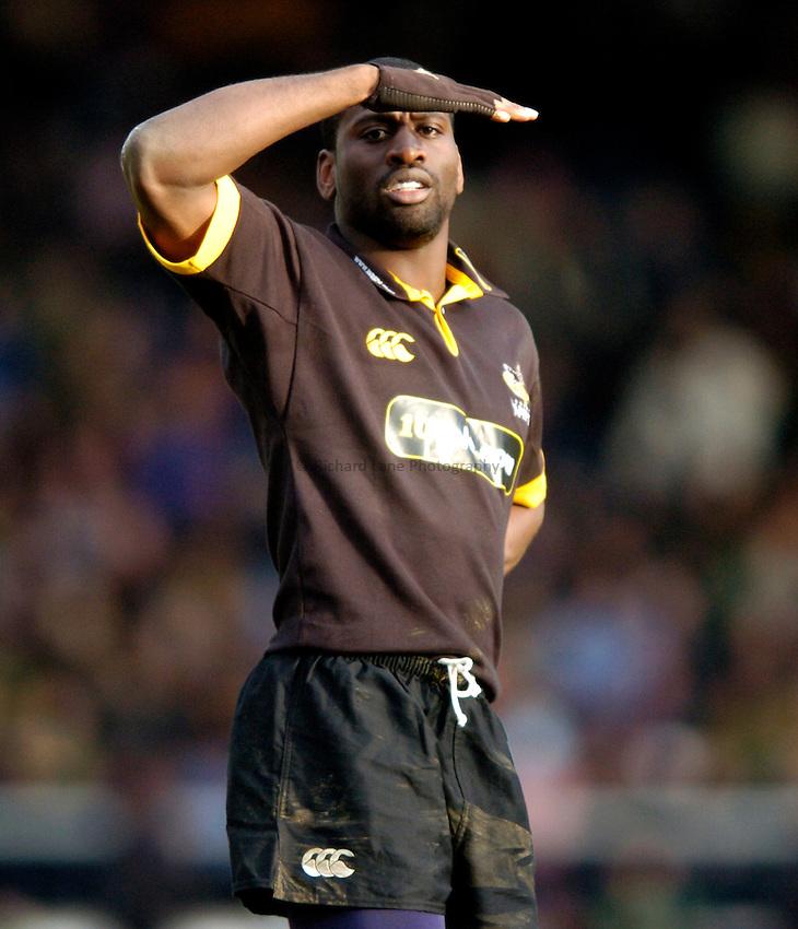 Photo. Richard Lane..London Wasps v Northampton Saints. Zurich Premiership. 20/02/2005..Paul Sackey shields his eyes from the sun.