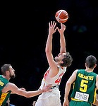 Spain's Pau Gasol (C) vies with Lithuania's Jonas Valanciunas (L) and Mantas Kalnietis (R) during European championship basketball final match between Spain and Lithuania on September 20, 2015 in Lille, France  (credit image & photo: Pedja Milosavljevic / STARSPORT)