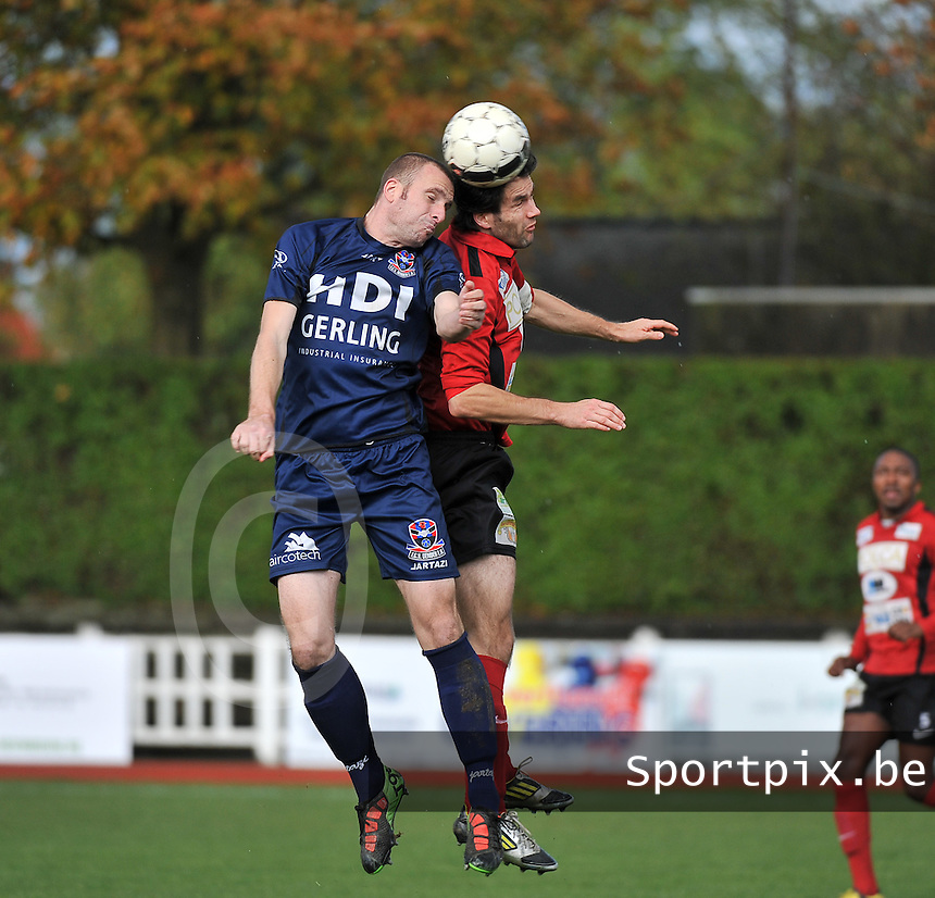 KFC Izegem - FC Dender  : kopduel tussen Nicky Hayen (links) en Tom Coghe (rechts)<br /> foto VDB / Bart Vandenbroucke