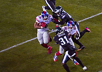 running back Saquon Barkley (26) of the New York Giants wird von linebacker Nate Gerry (47) of the Philadelphia Eagles gestoppt - 09.12.2019: Philadelphia Eagles vs. New York Giants, Monday Night Football, Lincoln Financial Field