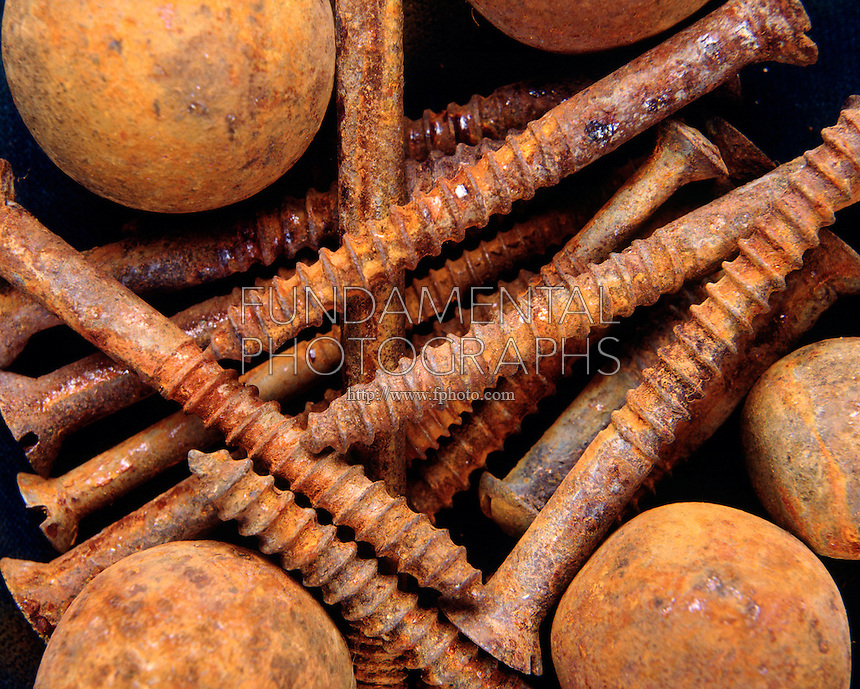 rusting of metals This article explains the various kinds of corrosion that can cause a metal component to fail, as well as some basic corrosion resistant coatings.