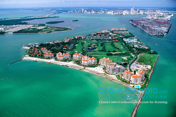 Fisher Island (front), Port of MIami, .downtown Miami and Virginia Key (left), .Miami, Biscayne Bay, Florida (Atlantic)