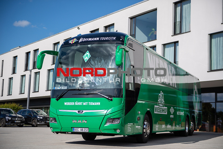 Mannschaftsbus der Bremer, vor dem Hotel,<br /> <br /> GER, FC Heidenheim vs. Werder Bremen, Fussball, Bundesliga Religation, 2019/2020, 06.07.2020,<br /> <br /> DFB/DFL regulations prohibit any use of photographs as image sequences and/or quasi-video., <br /> <br /> <br /> Foto: EIBNER/Sascha Walther/Pool/gumzmedia/nordphoto