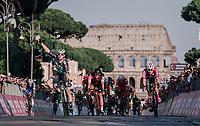 Sam Bennett (IRL/Bora-Hansgrohe) beats Elia Viviani (ITA/Quick Step Floors) in the final sprint in Rome in front of the majestic Colosseum<br /> <br /> stage 21: Roma - Roma (115km)<br /> 101th Giro d'Italia 2018