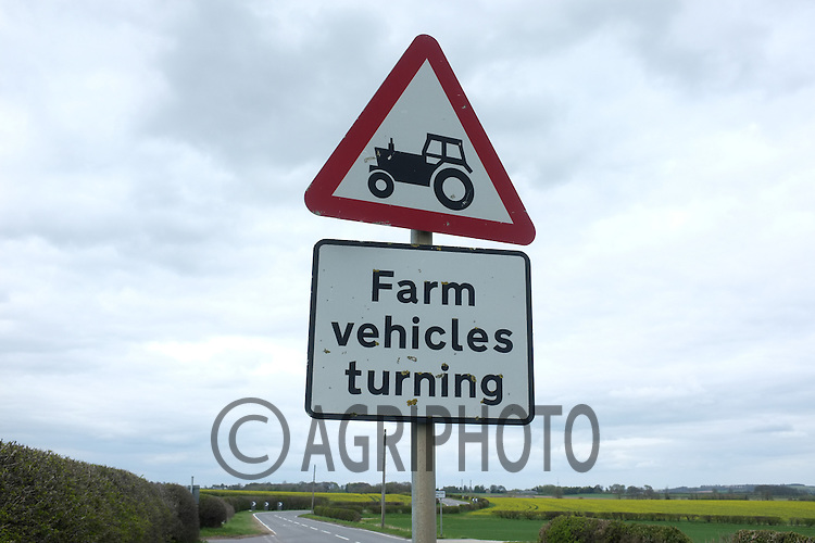 Farm vehicles turning warning sign.Picture Tim Scrivener 07850 303986.tim@agriphoto.com.?.covering agriculture in the UK?.