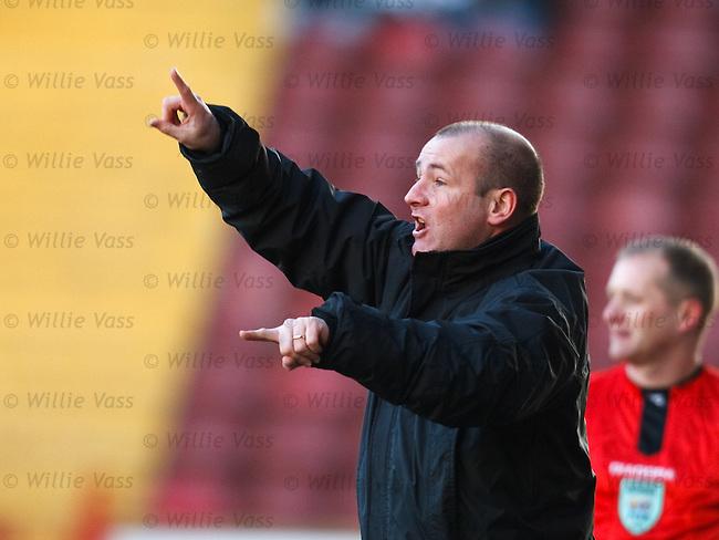Gus Macpherson arranges his St Mirren side