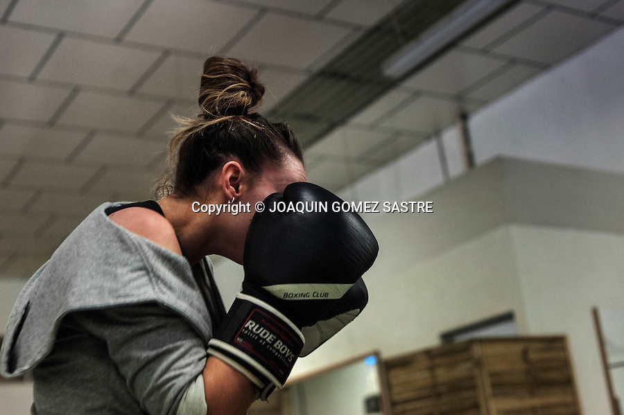 Alba Santos (25) during training Boxing sport practiced.