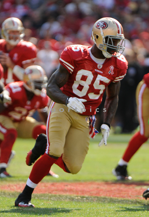 VERNON DAVIS, of the San Francisco 49ers, in action during the 49ers game against the Seattle Seahawks on September 11, 2011 at Candlestick Park in San Francisco, CA. The 49ers beat the Seahawks 33-17.