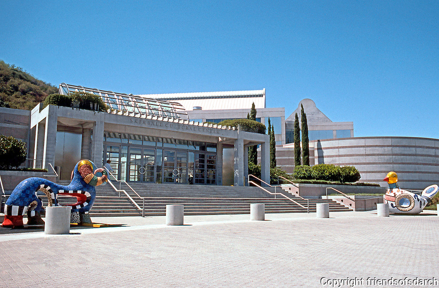 Moshe Safdie: Skirball Cultural Center, Los Angeles. 1995. Main entrance.