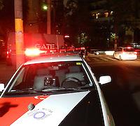 ATENCAO EDITOR IMAGEM EMBARGADA PARA VEICULO INTERNACIONAL -  - SÃO PAULO - SP - 04 OUTUBRO 2012 - AMEAÇA BOMBA CORREIOS - CEE MOEMA, Al Juquis, 96 - Moema - Zona Sul. Artefato estava não municiado, o remetente foi identificado, de Goiania, e informou que estava enviando a granada a um amigo para jogos de paintball. Foto: Mauricio Camargo - Brazil Photo Press.