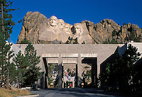 Mount Rushmore National Memorial, entrance, sculptures of U.S. Presidents George Washington, Thomas Jefferson, Theodore Roosevelt, Abraham Lincoln by Gutzon Borglum.