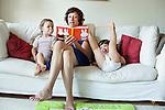 Amsterdam, 2 juli 2010<br /> Moeder leest voor het slapen gaan Het feest van Nijntje voor aan de kinderen. (MODEL RELEASED)<br /> Foto Felix Kalkman